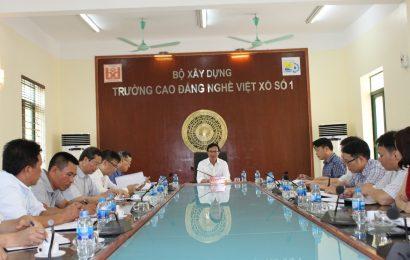 Thứ trưởng Bộ Xây dựng Nguyễn Đình Toàn thăm và làm việc tại trường