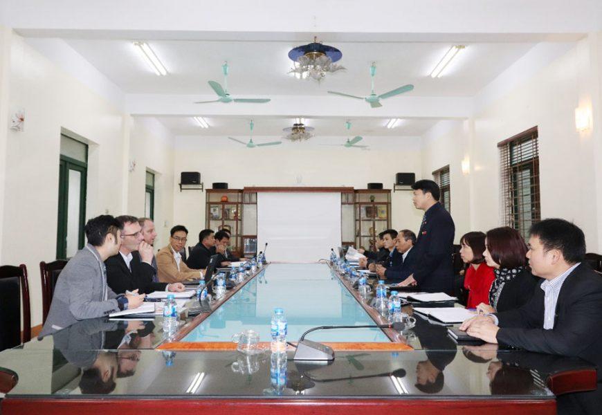 Đoàn chuyên gia CHLB Đức  phỏng vấn giáo viên Trường Cao đẳng nghề Việt Xô số 1  tham gia đào tạo chương trình chuyển giao nghề Hàn từ Đức
