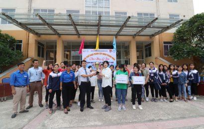 Giải kéo co nữ chào mừng Ngày phụ nữ Việt Nam 20 tháng 10
