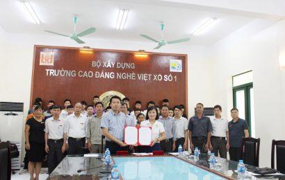 Lễ ký kết tham gia học nghề Hàn theo chương trình chuyển giao  của Cộng hòa Liên bang Đức giữa phụ huynh và nhà trường
